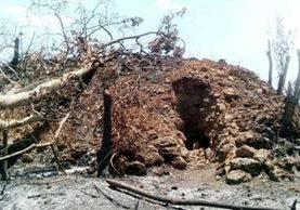 Montículos fueron saqueados y posteriormente afectados por los incendios forestales. (Foto Prensa Libre: Rigoberto Escobar)