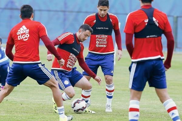 Paraguay se prepara intensamente para medirse a los brasileños. (Foto Prensa Libre: AFP)