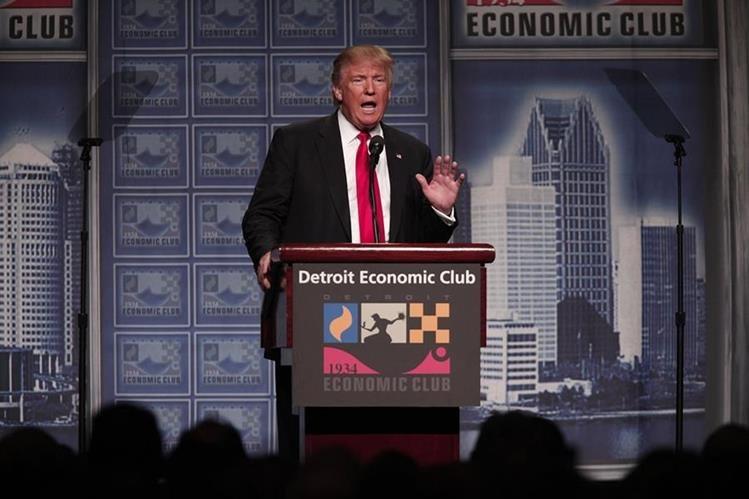 El candidato republicano Donald Trump se dirige a simpatizantes en un discurso en Detroit. (Foto Prensa Libre: AFP).