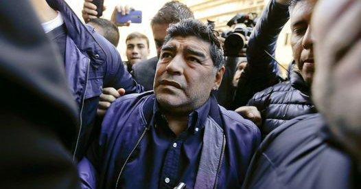 Diego Maradona todavía no ha sido contactado para que dirija a Bolivia. (Foto Prensa Libre).