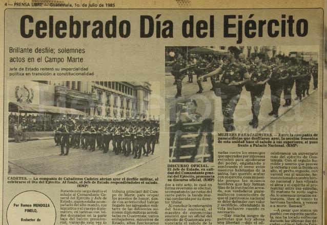 Desfile del Día del ejército, último presidido por un militar en el poder en 1985. (Foto: Hemeroteca PL)