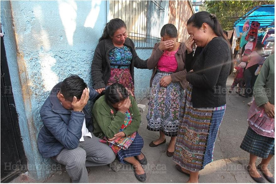 Familiares de los cuatro pequeños que murieron en 2014 al consumir sopa. (Foto: Hemeroteca PL)