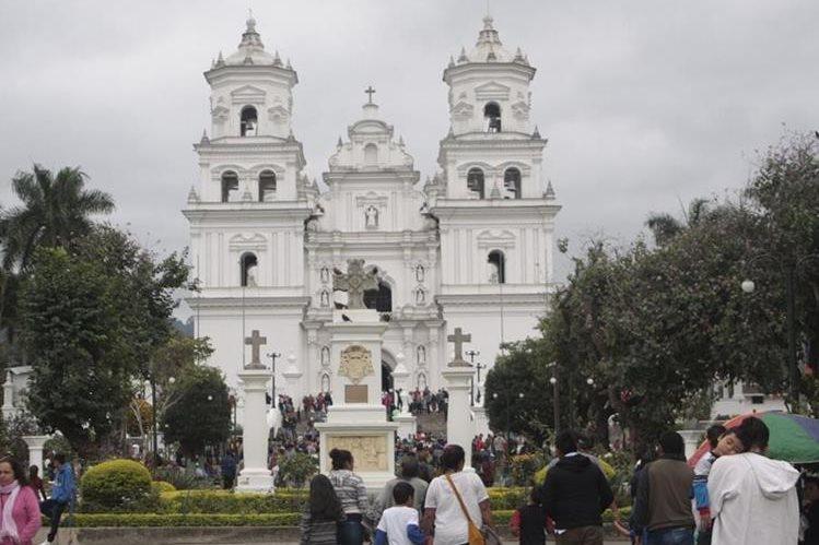 La Basílica de Esquipulas albergará a 107 mil peregrinos de diferentes países, que llegan a venerar al Cristo Negro. (Foto Hemeroteca PL)