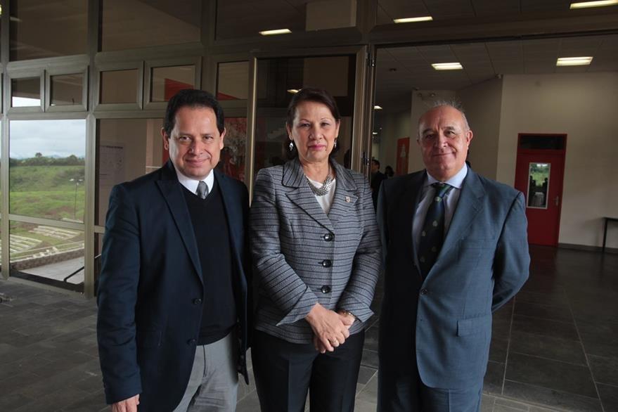 Eduardo Escobar,  Ana María de García y Julián Salcedo.  (Foto Prensa Libre: Edwin Castro