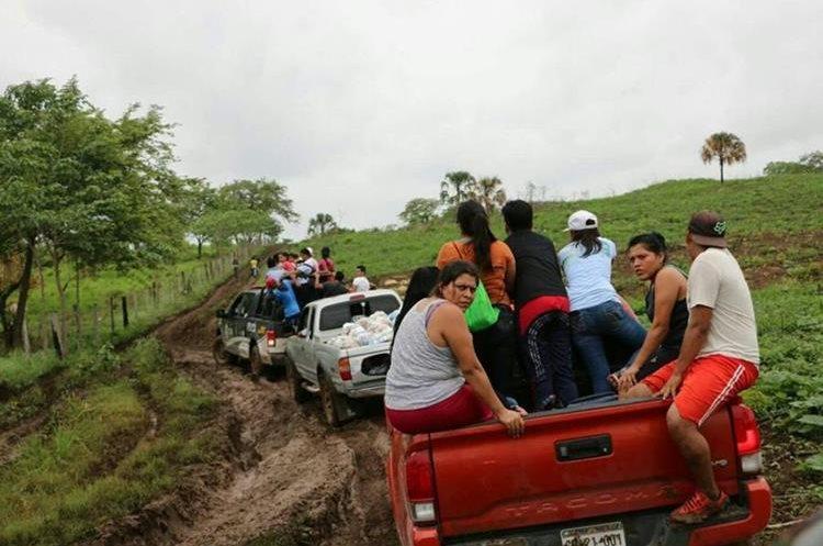 Unas 70 familias habitaban en Laguna Grande, un área protegida. (Foto Prensa Libre: Rigoberto Escobar)