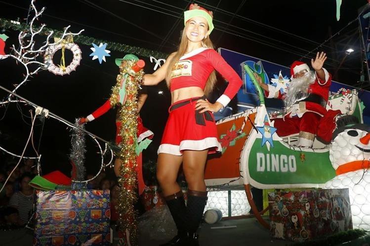 Bailarinas presentaron atractivas coreografías durante el desfile. (Foto Prensa Libre: Rolando Miranda)