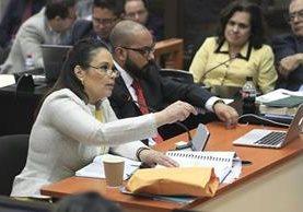 Ex vicepresidenta Roxana Baldetti presenta las pruebas de descargo para evitar ser enviada a juicio en el caso La Línea. (Foto Prensa Libre: Carlos Hernández)