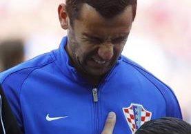 Srna no pudo contener las lágrimas mientras escuchaba el himno de Croacia. (Foto Prensa Libre: Twitter)