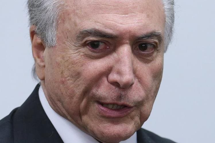 Michel Temer, presidente interino de Brasil, podría afrontar un juicio político. (Foto Prensa Libre: AP).