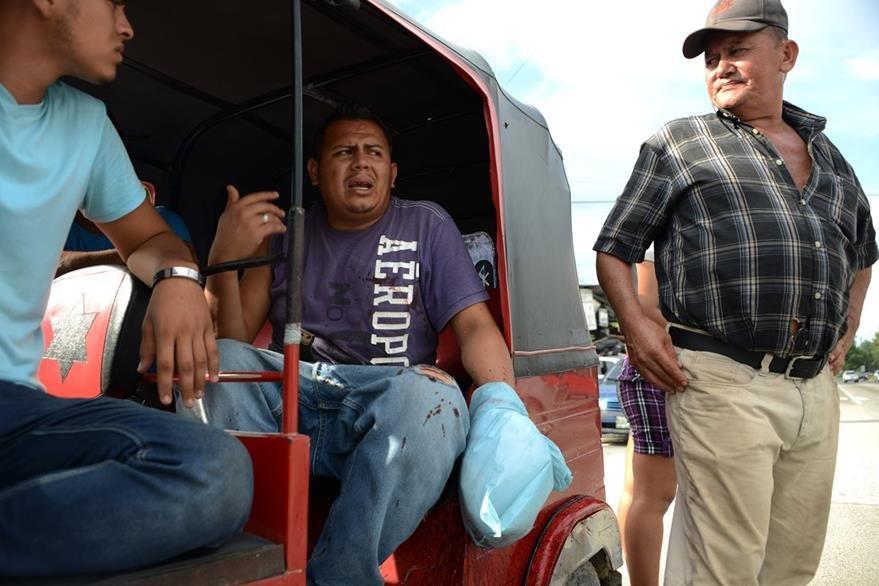 Vecinos huyen del asedio y violencia de las pandillas en Honduras. (Foto Prensa Libre: AFP).