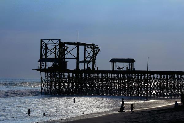 Isidra Larios Gómez murió ahogada en las playas de Champerico. (Foto Prensa Libre: Rolando Miranda)