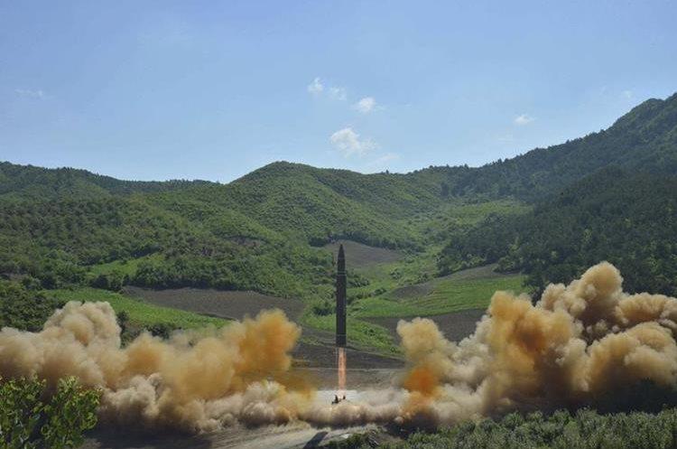 el misil balístico intercontinental, Hwasong-14, en su lanzamiento en Corea del Norte el 4 dejulio.(EFE).