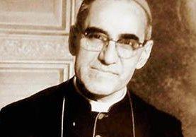 Monseñor Óscar Arnulfo Romero, fue asesinado mientras oficiaba una misa el 24 de marzo de 1980. (Foto Prensa Libre: Hemeroteca PL).
