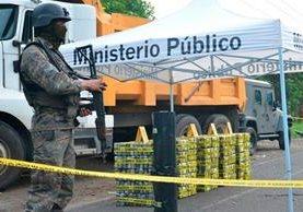 El cargamento de droga era transportado en un camión hacia la frontera con México. (Foto Prensa Libre:)