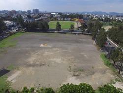 En este terreno de la zona 5 capitalina se construiría el nuevo Estadio del Ejército, con capacidad para 15 mil personas, un estacionamiento y un centro comercial. A cargo estaría el grupo Futeca. (Foto Prensa Libre: Hemeroteca PL)