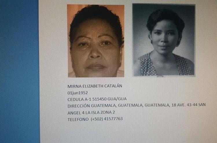 Delphine ha compartida en Facebook la única foto que tiene de su madre biológica. (Foto Prensa Libre: Delphine Magnée)
