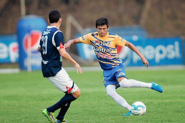 Suchitepéquez le robo un punto en su casa a la Universidad. (Foto Prensa Libre: Norvin Mendoza)