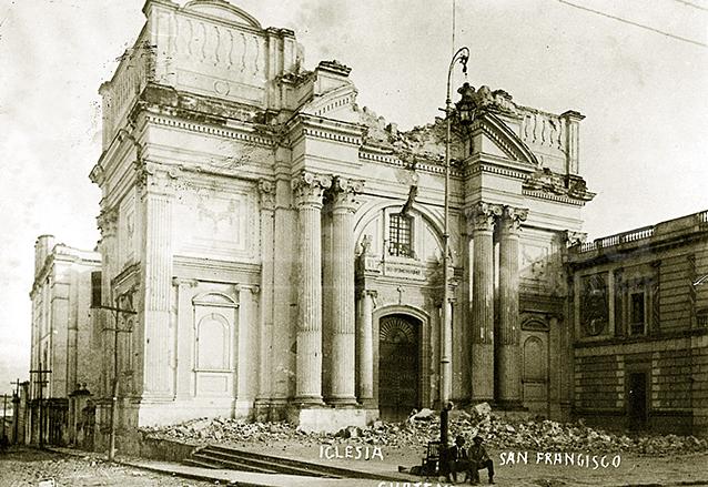 El imponente y neoclásico Templo de San Francisco fue duramente golpeado por los movimientos telúricos de 1917-18. (Foto: Hemeroteca PL)