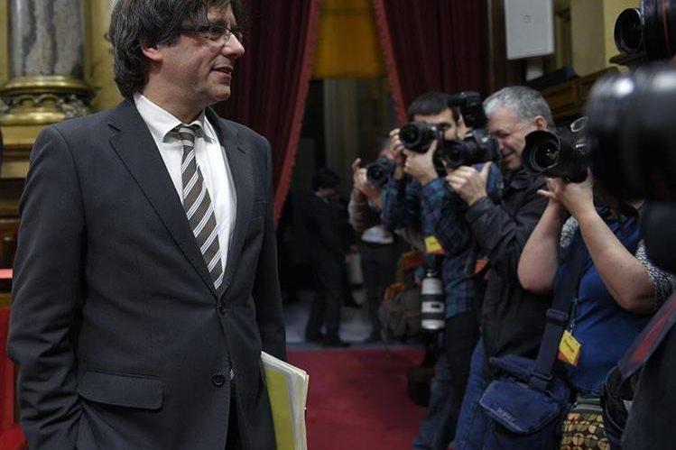 El presidente catalán, Carles Puigdemont, suspendió el anunció de posible convocatoria a elecciones. (Foto Prensa Libre: AFP)