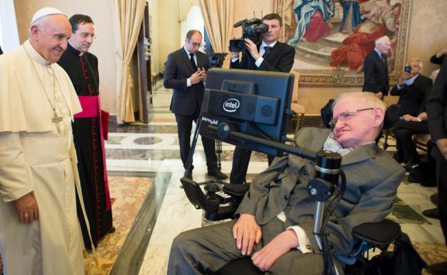 En noviembre pasado, Hawking habló en el Vaticano sobre la expansión del Universo. (Foto Prensa Libre: EFE)