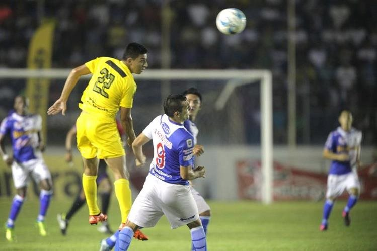 Guastatoya y Suchitepéquez igualaron en un emocionante duelo en Mazatenango. (Foto Prensa Libre: Norvin Mendoza)