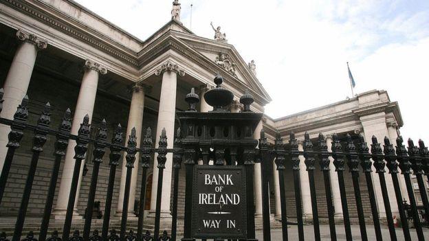 Los irlandeses confiaron entre ellos para mantener la emisión de cheques que nunca se cobraban. GETTY IMAGES