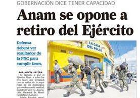 Soldados desalojan el destacamento ubicado en la colonia Montserrat 2, zona 4 de Mixco, 03/01/2017. (Foto: Hemeroteca PL)