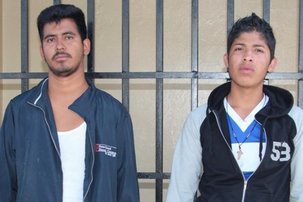 """<p>Dos presuntos extorsionistas fueron sorprendidos cuando exigían Q8 mil a un comerciante en Villa Nueva. (Foto Prensa Libre: PNC)<br _mce_bogus=""""1""""></p>"""