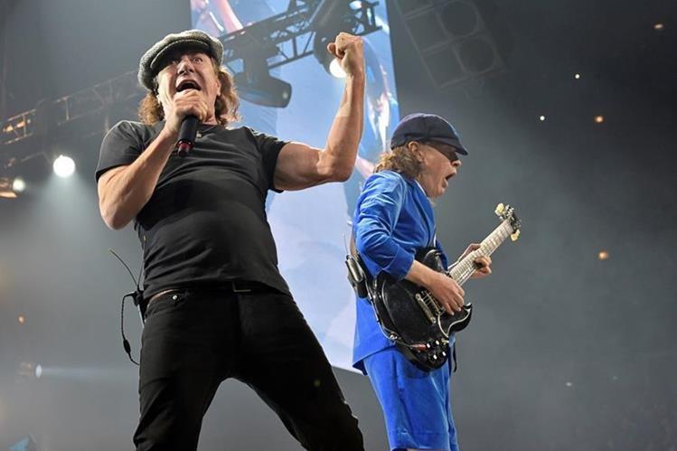 Los médicos alertan que el vocalista de AC/DC puede sufrir pérdida total de audición. (Foto Prensa Libre: AP)