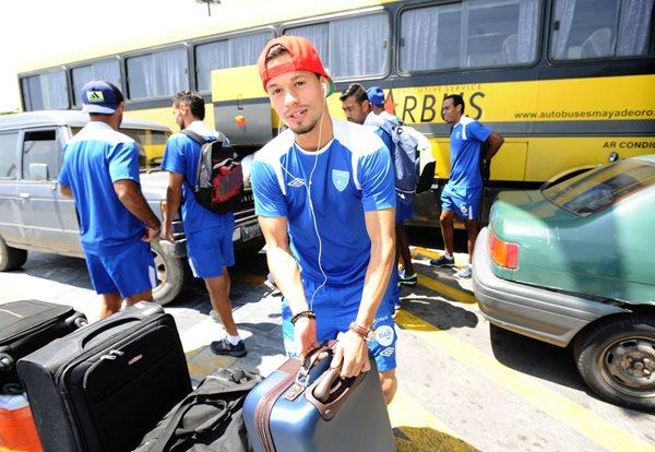 La Selección Nacional partió esta tarde rumbo a Honduras, para disputar un juego amistoso ante el combinado catracho. (Foto Prensa Libre: Francisco Sánchez)