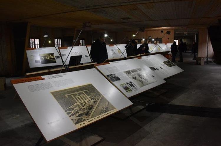 Una de las exposiciones temporales que se presentan en el museo de Auschwitz. (Foto Prensa Libre: @AuschwitzMuseum)