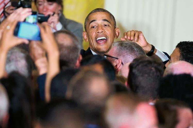 El presidente de Estados Unidos, Barack Obama, se dirigió directamente a un agitador que acudió a una recepción en la Casa Blanca. (Foto Prensa Libre:AP).