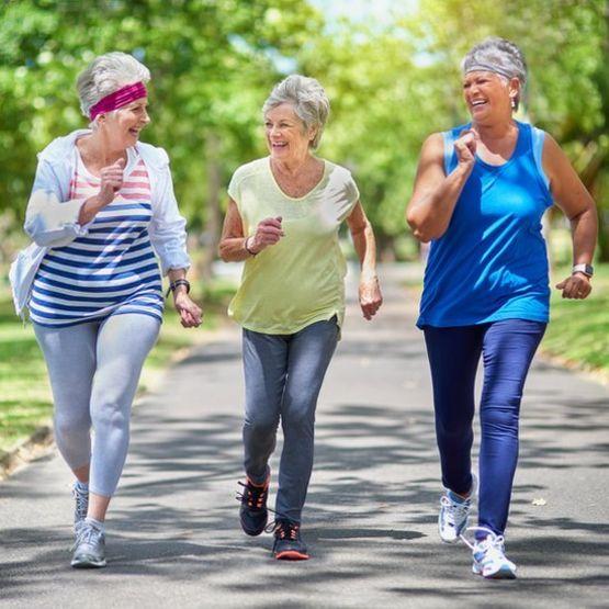 Las mujeres tienen más riesgo de sufrir fracturas por sobre esfuerzo que los hombres. GETTY IMAGES