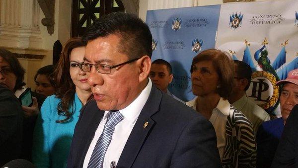 El diputado Marcos Yax dice estar dispuesto a someter el tema a una consulta popular. (Foto Prensa Libre: Jessica Gramajo)