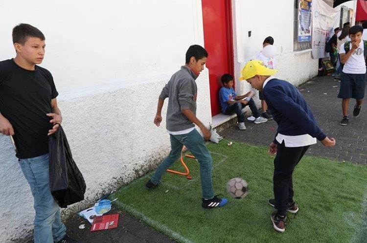 En esta esquina algunos participantes tuvieron la oportunidad de jugar al futbol