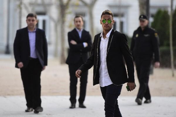 El astro brasileño es buscado por las principales marcas de ropa, porque es uno de los jugadores del mundo. (Foto Prensa Libre: AFP)