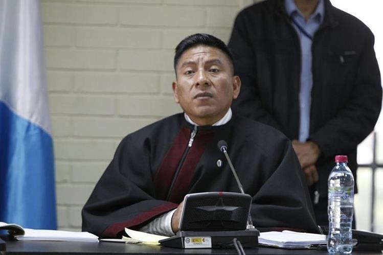 Juez Pablo Xitumul recibió una carta en la que le advertían de un plan para atentar contra él y los miembros del Tribunal de Mayor Riesgo C. (Foto Prensa Libre: Paulo Raquec)