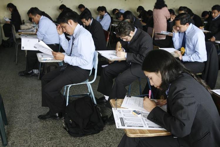 Analistas confían que mejores factores económicos y sociales elevarán la calidad educativa. (Foto Prensa Libre: Hemeroteca PL)