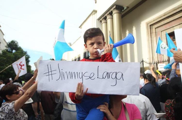 Algunos manifestantes pidieron la renuncia del presidente Jimmy Morales.
