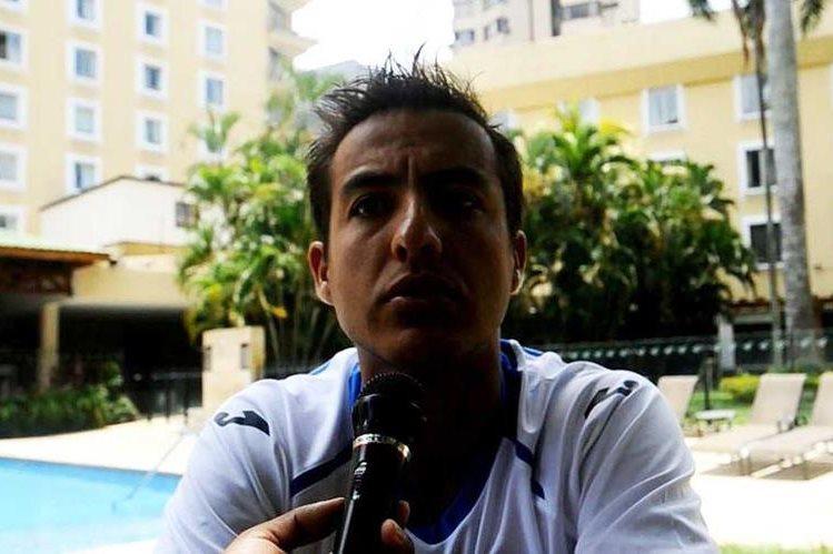 Rafael González junto a sus compañeros realizaron una activación en el hotel de concentración. (Foto Prensa Libre: Francisco Sánchez)
