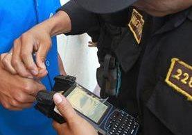 La Policía ya está implementando la tecnología en operativos a gran escala. (Foto Prensa Libre: Hemeroteca PL)