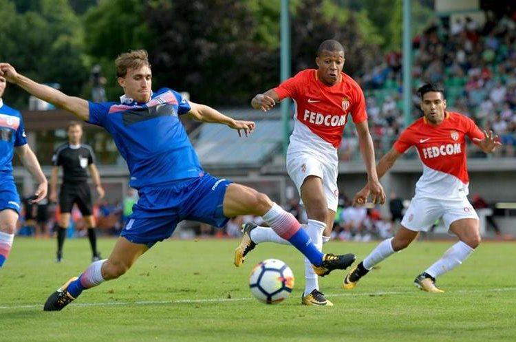 Mbappe pertenece al Mónaco plantel con el que tiene contrato vigente. (Foto Prensa Libre: AFP)