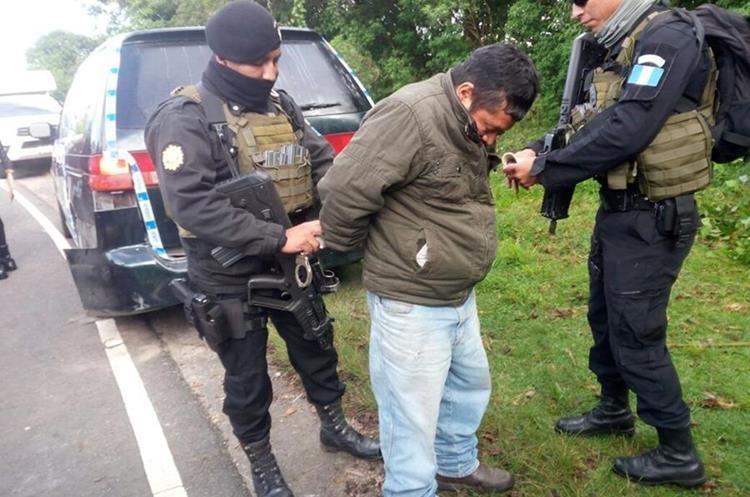 Ubaldo Ortega Díaz de 43 años transportaba 55 kilos de cocaína. (Foto Prensa Libre; Ángel Julajuj)