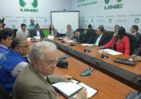 Diputados de la UNE se reunieron con representantes de diferentes sectores para analizar el conflicto causado en Casillas, Santa Rosa, por las actividades mineras. (Foto Prensa Libre: César Pérez)