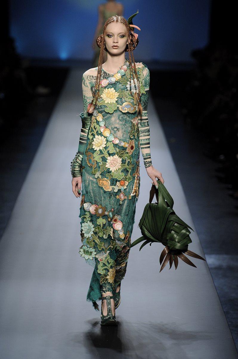 Las colecciones del diseñador francés se caracterizan por ser piezas vanguardistas. (Foto Prensa Libre: AP).