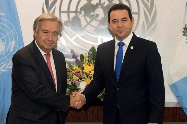Jimmy Morales y Antonio Guterres durante una reunión en la ONU. (Foto Prensa Libre: Heremeroteca PL)