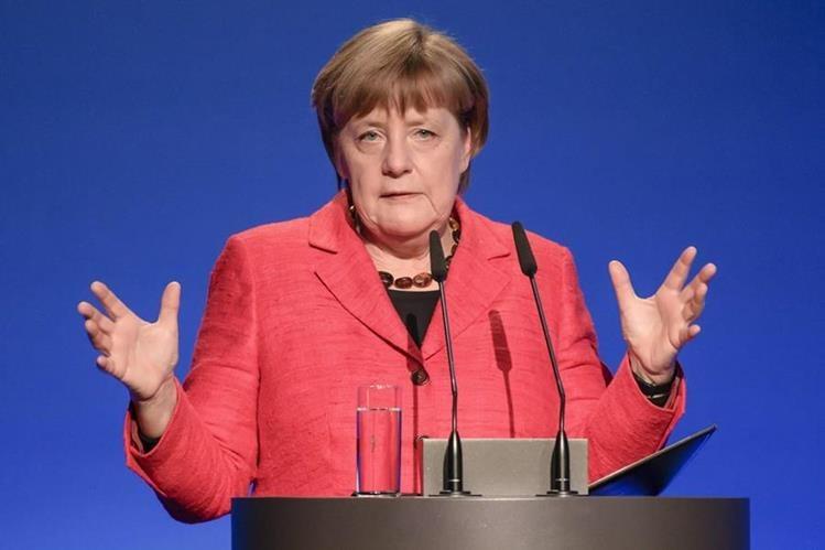 Ángela Merkel, canciller alemana, se reúne con su homólogo estadounidense, Donald Trump. (Foto Prensa Libre: AFP)