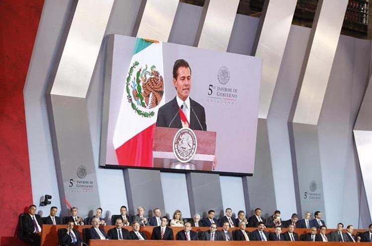 El presidente mexicano, Enrique Peña Nieto, ofreció su quinto informe de gobierno. (Foto Prensa Libre: EFE)