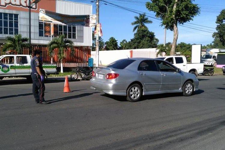 Vehículo en el que viajaba Lindaura Aceituno, quien fue ultimada en Coatepeque. (Foto Prensa Libre: Alexánder Coyoy)