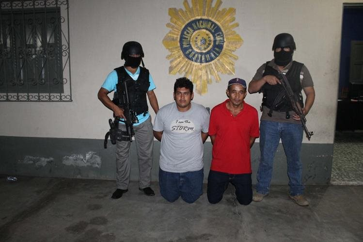 Gilberto Alfonzo Lorenzana de 21 años y José Luis Méndez Franco de 43, fueron capturados por la PNC. (Foto Prenssa Libre: Walfredo Obando)